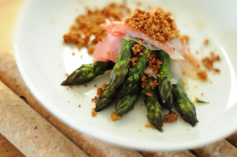 Crumble di asparagi e prosciutto cotto