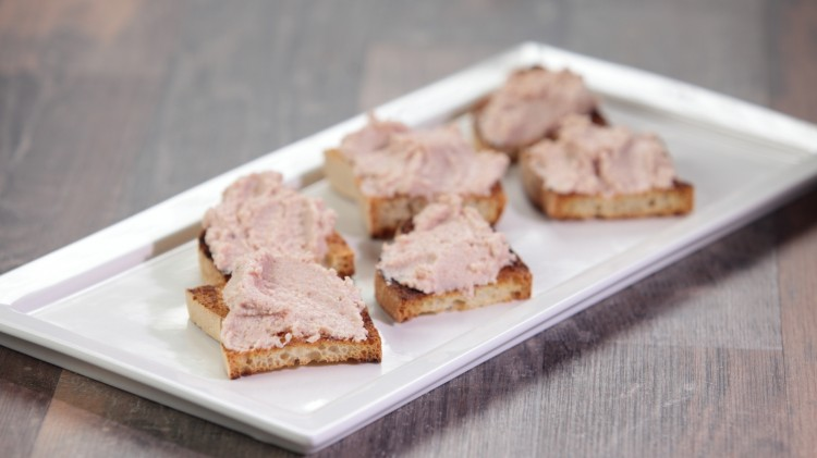 Crostini con mousse al prosciutto cotto